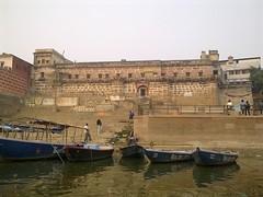 Varanasi 52b - Mahanirvani ghat (juggadery) Tags: 2015 india uttarpradesh varanasi benares banaras kashi cityoflight urban architecture building puccahouse ganga ganges ghats people boattrip water religion hindu