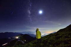 Starry Night and me (Vincent_Ting) Tags: 合歡山 合歡主峰 夕照 sunset 雲海 雲 clouds 主峰登山口 sky 南投縣 仁愛鄉 台灣 taiwan formosa 高山 雲彩 夕彩 flare 日芒 星軌 星空 star startrails trails 車軌 night 霞光 crepuscularrays glow mountain moonlight 月光雲海 松雪樓 太魯閣國家公園 銀河 milkyway galaxy 日出 sunrise 武嶺 昆陽 hthehuan 玉山杜鵑 高山杜鵑 玉山箭竹 虎杖 vincentting mountainhehuan seaofclouds