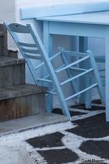 Le père la chaise (La vadrouille) Tags: grèce paros vacances mer chaise bleu terrasse
