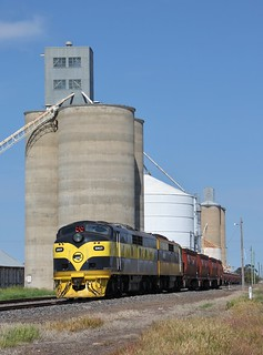 GM27 and GM22 are over shadowed by the silos in Jeparit