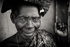 Ghana, old lady (Dietmar Temps) Tags: lady woman culture ethnic ethnie ethnology face naturallight oldlady outdoor people portrait streetphotography tradition traditional 50mm blackandwhite africa afrika afrique fishingvillage streetlife ghana goldcoast accra saltpond natgeofacesoftheworld