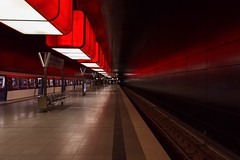 Waiting for you (Nikonphotography D750) Tags: cityofhamburg igershamburg hamburgmeineperle hamburg nikonphotography nikond750 nikon explore inexplore ubahn ubahnhamburg hafencity universität hafencityuniversität urban underground subway intheunderground thisishh red redlights