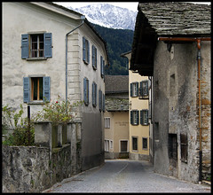 Back in the Day... (Geraldo Tarallo Assis) Tags: europe italy village old sony 390 a390 dslr newb amateur road trip eurotrip tree building architecture sky wall alley