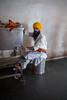 The tea master (waex99) Tags: 2017 inde india leica m262 octobre penjab punjab famille vacances skih temple gurdwara goldem goldentemple tea kitchen community man portrait summicron 28mmf2 chai massala