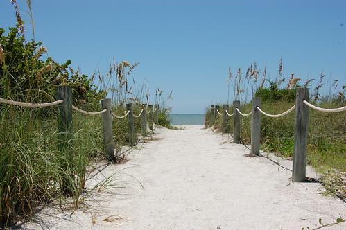 Sanibel Beach,  West Wind Inn