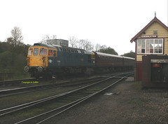 33102 depart Cheddleton October 2017 (Ado Griff) Tags: 33102 class33 sulzer cheddleton churnetvalleyrailway d6513