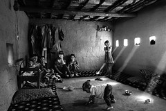 The life of a Yazidi refugees family in Iraqi desert (Giulio Magnifico) Tags: streetphotography streetlife 28mm iraq refugees mosul da3sh street deepsoul naturallight yazidi home iraqturchia power desert isis blackandwhite leicaq ancient middleeast soulful leica traditional ngc