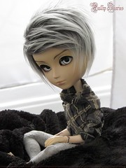 Cold Eyes, Warm Heart (Little Queen Gaou) Tags: taeyang doll william groove bjd pullip cosy moment winter photography photographie inspiration