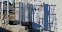 """Der Schatten. Die Schatten. Einen Schatten werfen. Dieser Zaun wirft einen interessanten Schatten. • <a style=""""font-size:0.8em;"""" href=""""http://www.flickr.com/photos/42554185@N00/24379431088/"""" target=""""_blank"""">View on Flickr</a>"""