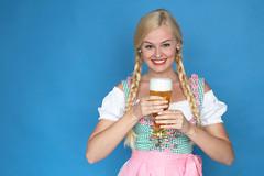 Weißbier (FotoDB.de) Tags: bier dirndel dirndl frau masskrug mas oktoberfest weisbier wiesen wiesn