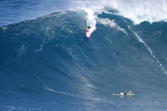 Bianca (Aaron Lynton) Tags: peahichallenge peahi jaws lyntonproductions canon 7d sigma hawaii maui xxl bigwave big wave wsl surf surfer surfing