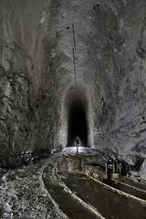 Voie ferrée (flallier) Tags: carrière souterraine craie underground chalk quarry voieferrée chemindefer voieétroite decauville wagonnet berline silhouette backlight galerie tunnel