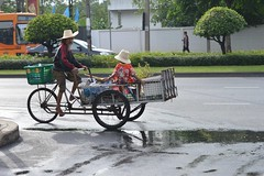 looking for recyclables with grandpa (the foreign photographer - ฝรั่งถ่) Tags: boy child hats cart recycle man grandpa phahoyolthin road bangkhen bangkok thailand nikon d3200 50mm f18 g