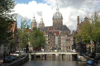 Canal e Iglesia de San Nicolás - Amsterdam