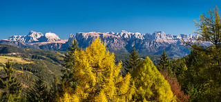 Dolomiten-Panorama im Herbst
