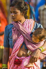Tribal market (wietsej) Tags: tribal market mother child baby sony a100 zeiss sal135f18z 13518 sonnar13518za kawardha chhattisgarh india wietse jongsma