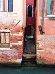 Sotoportego de la Scuola, Venice
