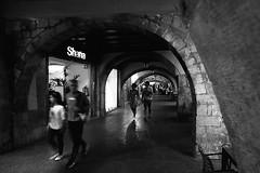 gerone sl350315 (L.la) Tags: girona gerona gérone catalogne espagne espana eu europe europeonflickr voyage travel street stphotography urban film argentique ilford ilfordfp4 fp4 lc29 voigtländer rollei rolleiflex rolleiflexsl35m rolleiflexsl35 sl35 sl35m laurentlopez lla