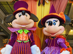 Halloween Mickey and Minnie (meeko_) Tags: mickey minnie mouse mickeymouse minniemouse halloween display emporium shop mainstreetusa magic kingdom magickingdom themepark walt disney world waltdisneyworld florida disneyhalloween