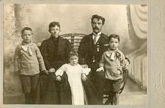 A family treasure (DameBoudicca) Tags: portrait porträtt porträt retrato ritratto 肖像 sister syster brother bror vintage old kvinna frau femme woman mujer donna 女 man mann varón homme uomo 男 child barn kind enfant niño bambino 子 son hijo fils figlio daughter dotter tochter fille father dad daddy far pappa vater padre père 父 mother mum mutter mamma mor madre mère 母 cadillac michigan tweedie thoraåström ostrom