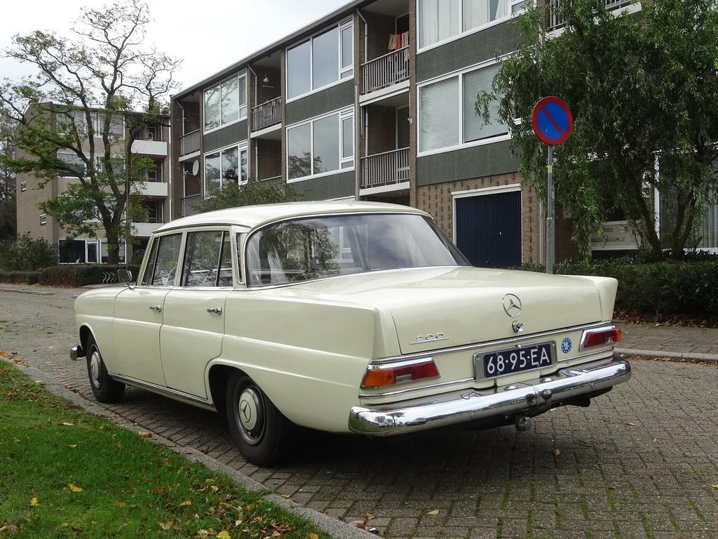 68-95-EA MERCEDES-BENZ 200 1967 Apeldoorn (willemalink) Tags: