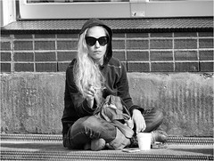 Relaxed (Hindrik S) Tags: relaxed smoking smoke sigaret fingers hand girl candid glasses sunglasses sinnebril zonnebril zwartwit blackandwhite streetphoto strjitfotografy street straat straatfotografie strjitte streetphotography sonyphotographing sony jeans 2017 montreal quebec canada people human female frou vrouw frau urban