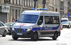 Police Paris - TC PS (Arthur Lombard) Tags: police policedepartment policecar emergency nikon nikond7200 led gyrophare gyroled bluelight lightbar renault renaulttruck renaultmaster 911 999 112 17 paris dopc policenationale