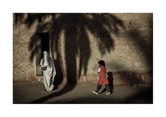Palm.  ( Tamanrasset ) 1991 (José Luis Cosme Giral) Tags: palm mother girl shadow door wall streetphotography travel tamanrasset argelia nikon scanned
