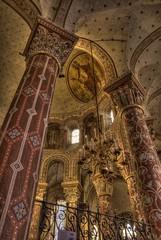 Abbatiale Saint-Austremoine d'Issoire (Frédéric Pagès) Tags: abbatiale saintaustremoine puydedôme auvergne piliers fresques peinture lustre ocre église