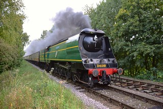 Locomotive 34081 '92 Squadron' approaching Overton with a Peterborough (NVR) - Wansford service. Nene Valley Railway. 17 09 2017