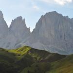Sassolungo (3081 m), route du passo di Sella, Canazei, Val di Fassa, province de Trente, Trentin-Haut Adige, Italie. thumbnail