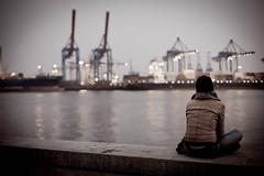 longing #3 (Zimthiger) Tags: hamburg zimthiger streetphotography hafen harbor canon menschen people