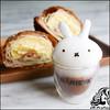 #تزئین_سه_بعدی_قهوه تزیین قهوه آن هم به شکل هایی که در تصاویر خواهید دید یک هنر تزئین است که اصطلاحا به آن Latte art می گوییم. برای اینکه بتونید قهوه رو به این شکلی که هست تزئین بکنید، تمرین بسیاری لازم هست. پس اگر برای اولین امتحان کارتون خوب از آب در نی (سایت بزرگ رزبانو) Tags: قهوه آشپزی کفشیر تزئینسهبعدیقهوه سهبعدی تزیین