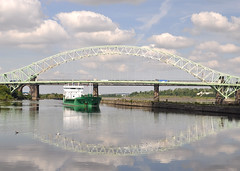 Arklow Rambler passing the Runcorn bridge (A F Photos) Tags: arklow rambler passing runcorn bridge