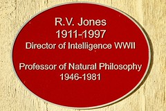 RV Jones - Commemorative  Plaque - Aberdeen University Scotland 25/10/17 (DanoAberdeen) Tags: worldwartwo worldwar professor naturalphilosophy metalplaque rvjones wwii plaque danoaberdeen candid amateur 2017 recent aberdeen oldaberdeen aberdeenuniversity aberdeenscotland grampian unilife campus graduate undergraduate universityofaberdeen elphinstone danophotography nikon nikkor nikond750 autumn winter summer spring historicscotland scottishhistory aberdeenhistory ecosse escocia scotia scotland ancient oldtimes museum walks postgraduate graduation student education bonnyscotland building historicpreservation studentcampus williamelphinstone bishopelphinstone granitecity nationaltrustforscotland abdn abz oldtimer veteran survivor kingslawn geotagged aberdeenuni aberdeenunionstreet vintage classic chanonry universitycampus aberdeenlife foundersday