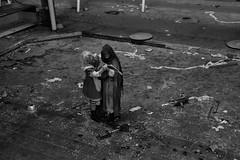 Halloween 2017 (Kurt Gritzan) Tags: gelsenkirchen nordrheinwestfalen nrw halloween geister zombie germany deutschland nikon nikond7100 d7100 kurt65 kurtgritzan gespenster party spas halloweengelsenkirchen portrait zombi tod blut halloweenhaus gruselspas gruselspasingelsenkirchen angst schrecken zombies horrow blood halloweeningelsenkirchen erschrecker menschen spass kostüme schminke verkleiden tv skull makeup dead scary art girl skullpainting dayofthedead schminken gespensterschminken girls sepia halloween2017 horror scare fright dread anxiété panic terreur gelsenkirchen2017 kultur monochrome monochrom blackwhite zombiewalk