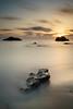 Nuevo amanecer (Mplanells) Tags: playa sin olaya algas poca arena piedras sony filtros 10 pasos inverso 3pasos haida