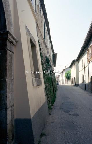 Norcia (PG), 1994, Strombatura di edifici per migliorare la resistenza ai terremoti.