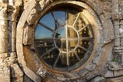 Oculo de la catedral de Santiago al atardecer (Lou Rouge) Tags: galicia santiagodecompostela cubiertas santiago catedral cathedral oculus oculo reflejos reflection ronde circle sunset architecture arquitectura ventana windows