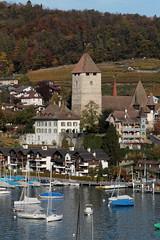 Schloss Spiez ( Baujahr Ursprung 10. Jahrhundert - château castello castle ) in Spiez am Thunersee im Berner Oberland im Kanton Bern der Schweiz (chrchr_75) Tags: christoph hurni schweiz suisse switzerland svizzera suissa swiss chrchr chrchr75 chrigu chriguhurni chriguhurnibluemailch oktober2017 oktober 2017 albumzzz201710oktober albumschlossspiez schlossspiez spiez kantonbern berner oberland berneroberland schloss château castle castello albumregionthunhochformat thunhochformat hochformat susisa kanton bern thunersee alpensee see lake lac sø järvi lago 湖 albumthunersee