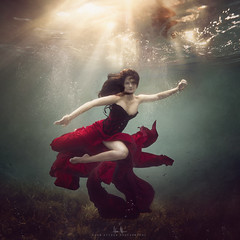Rachel (wesome) Tags: adamattoun underwaterphotography underwaterportrait ikelite