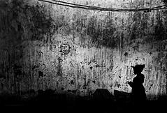 Timadanin // Point Zero <40km // H (gregory.dargent) Tags: m6 leica trix rodinal sahara 28mm elmarit 28 noiretblanc blackandwhite contrast shadow 150 plustek analog film