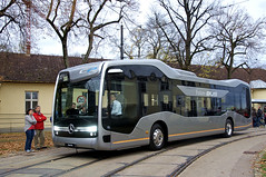 Der Future Bus von Mercedes Benz präsentierte die aktuellen Entwicklungen in Richtung autonomem Fahren, im Straßenverkehr bleibt dafür natürlich vorerst Personal am Steuer (Frederik Buchleitner) Tags: 10jahremvgmuseum benz bus futurebus hauptwerkstätte mvgmuseum mercedes mercedesbenz munich münchen omnibus