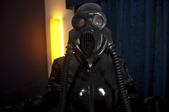 IMG_8941 (traveller-28) Tags: alien scifi pvc catsuit rubber latex gasmask breathplay fetish boots female linda jumpsuit totalenclosure gloves patent vinyl blog10nov2017 tumblr pintrst