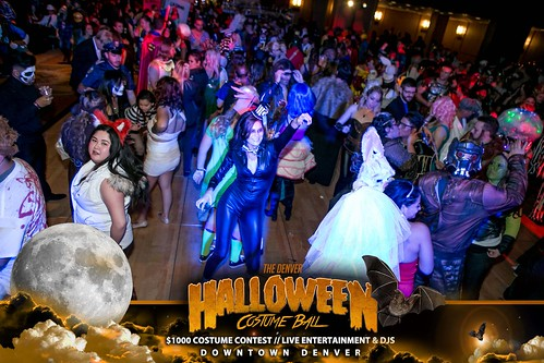 "Halloween Costume Ball 2017 • <a style=""font-size:0.8em;"" href=""http://www.flickr.com/photos/95348018@N07/24225099048/"" target=""_blank"">View on Flickr</a>"