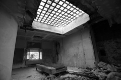 BAP_5751 FOR RENT (WORLD OF FMR) Tags: bed decay abandon urbex friche noiretblanc blackandwhite monochrome somewhere exploration canon shades tones