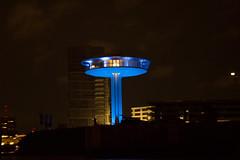 the blue tower (Rasande Tyskar) Tags: hamburg port hafen harbour nacht night shot aufnahme nachtaufnahme freihand elbe river freihafen docks blue light tower ufo architecture architektur gebäude building
