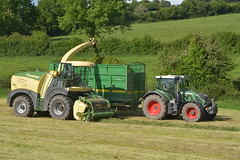 Krone Big X 630 SPFH filling a Broughan Engineering Mega HiSpeed Trailer drawn by a Fendt 724 Vario Tractor (Shane Casey CK25) Tags: krone big x 630 spfh filling broughan engineering mega hispeed trailer drawn fendt 724 vario tractor agco green self propelled forage harvester silage silage17 silage2017 2017 17 grass grass2017 grass17 winter fodder feed winterfodder farm farmer farming agri agriculture contractor ireland irish work land field glanworth county cork machinery machine nikon d7100 tracteur traktori traktor trekker trator ciągnik crops chopper