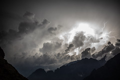 electric earth (powerofadventure) Tags: alpen triglav juhlische nationalpark bled sunset sonnenuntergang licht light cloudsstormssunsetssunrises thunder lightning storm mountains danger