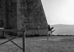 CARBONERAS Street. Mesa Roldán 1 (Pedro Ruiz L) Tags: streetphotography fotocallejera plaza reflejos urbana gente carboneras almería mar sea playadelosmuertos faromesa roldán